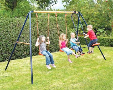 imagenes de niños jugando en un columpio columpio juego de jardin hasta 4 ni 241 os columpios oferta