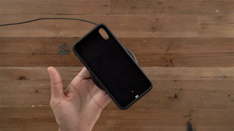 apple smart battery review iphone xs max xr design wireless charging still bulky