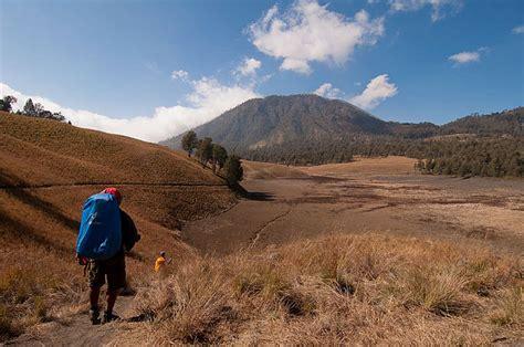 film balap mobil di gunung 4 gunung di indonesia ini wajib kamu daki revoluside