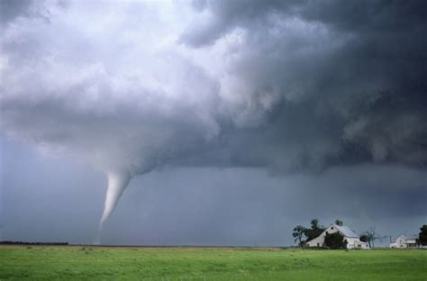 images of tornadoes how tornadoes work howstuffworks