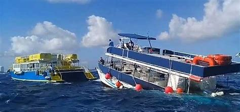cozumel catamaran ferry tourist boat sinking due to engine failure 99 passengers