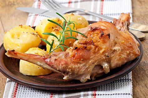 cucinare il coniglio al forno coniglio al forno ricetta coniglio con contorno di