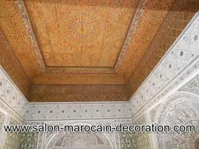 plafond decoratif pour salon marocain bois ou platre