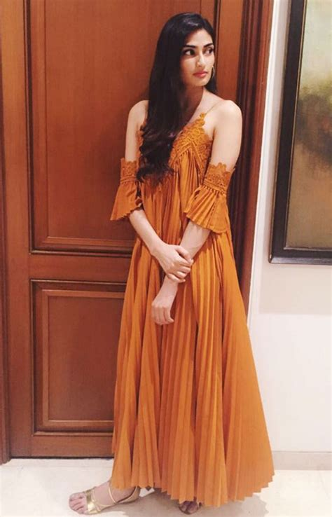 Dress Athiya athiya shetty maxed out style quotient with this