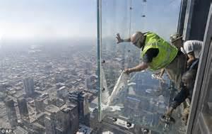 willis tower s glass floor cracks tourists