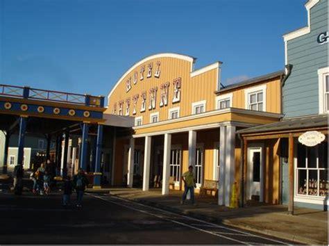 disney's hotel cheyenne at disneyland paris