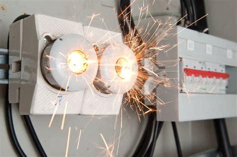 electrical shortage in house c 243 mo actuar ante un incendio el 233 ctrico