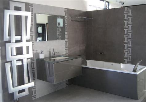 Bien Changer Sa Salle De Bain #5: deco-salle-de-bain-en-gris-et-blanc-1.jpg