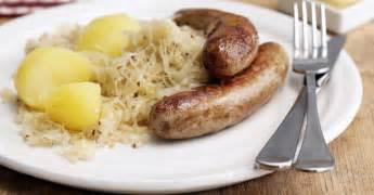 bratwurst and sauerkraut bratwurst mit sauerkraut und salzkartofflen rezept eat