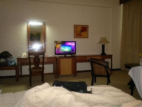 32 inch tv bedroom big room so the 32 quot lcd tv becomes very small when view