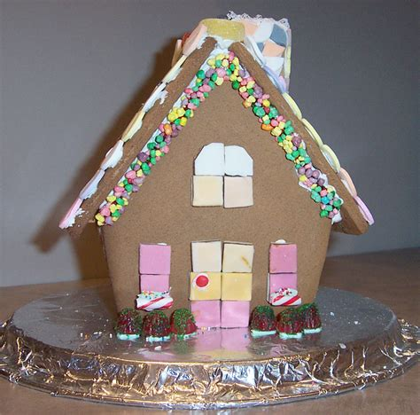 creative gingerbread houses creative splatter gingerbread house 2003