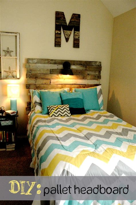 chevron bedrooms best 25 teal chevron room ideas on chevron
