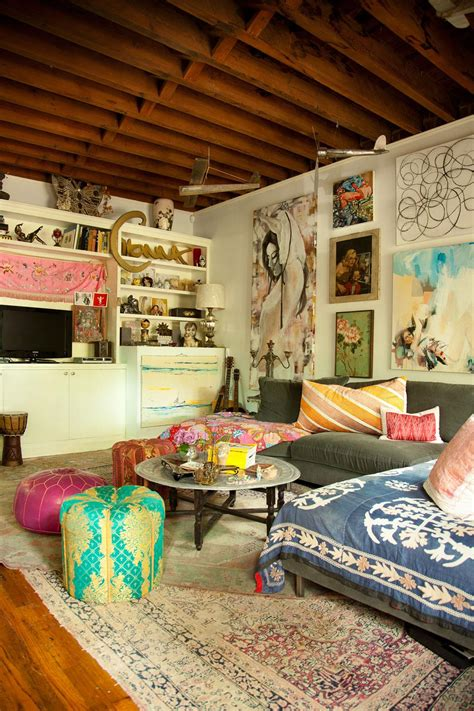 i like the color on the walls and ceiling interior i really like all the different art pieces on the wall and