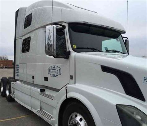 2011 volvo semi truck volvo 780 heavy truck 2011 sleeper semi trucks