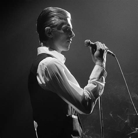 david bowie photographs by 1576878066 david bowie behind the curtain by andrew kent photographs of david bowie