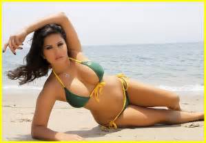 Watch Sunny Leone hot sexy image without clothes modeling awesome