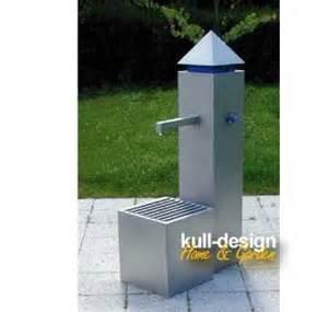 gartenbrunnen mit wasserhahn gartenbrunnen mit edelstahl wasserhahn modern und