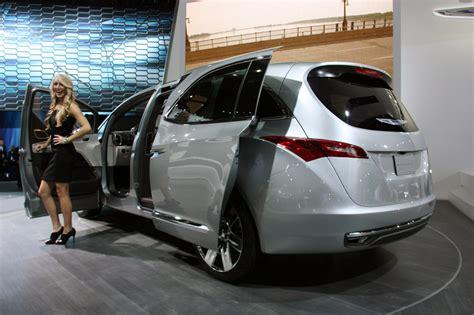 chrysler rolls chrysler 700c concept minivan quietly rolls into detroit