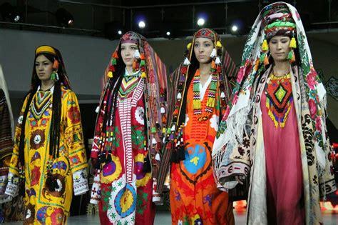 uzbek national dress travelcentrevbn national dress festival uzbekistan representing tashkent