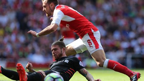 arsenal liverpool coutinho fires liverpool to thrilling arsenal win sport