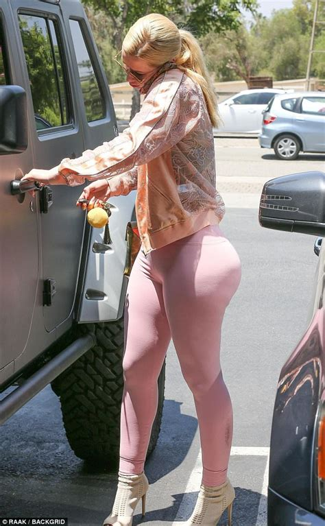 iggy azalea sexy leggings iggy azalea displays backside in pink leggings in la