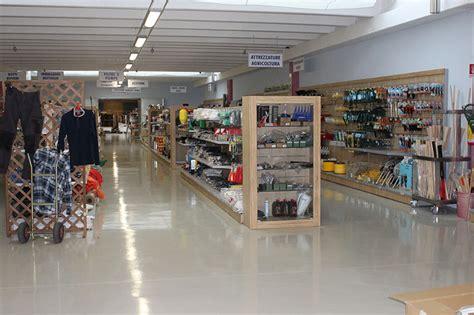 arredamento ferramenta arredamenti per negozi scaffali per negozi pannelli