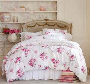 bedding with roses for a shabby chic home decorating trends homedit