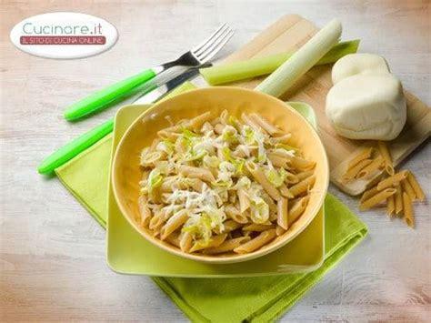 cucinare porri ricette pasta con porri e scamorza cucinare it