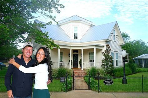 chip and joanna gaines houses chip and joanna gaines net worth divorce house scandal