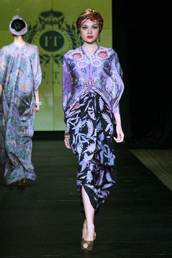 Kaftan Batik 08 batik kaftan collection by iwan tirta glowlicious me a