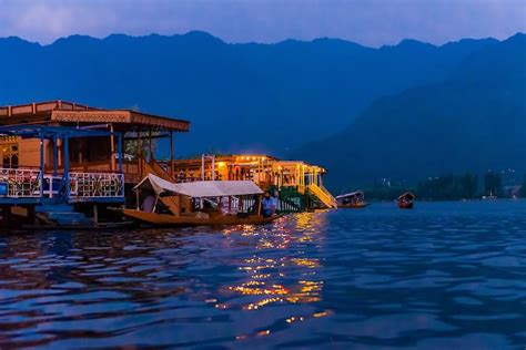 kashmir house boats 20 most beautiful pictures of houseboats at dal lake srinagar