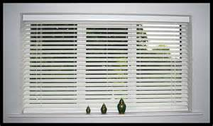 Horizontal Wooden Blinds The Benefits Of Having Venetian Blinds Decorifusta
