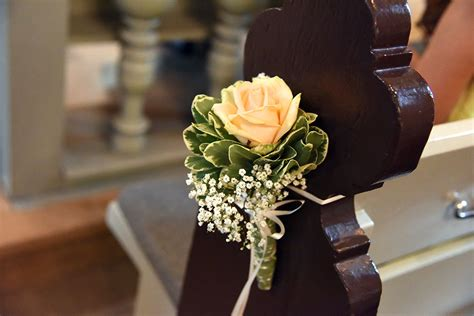 Kirchenbankschmuck Hochzeit by Hochzeitsfloristik Wolfsburg Brautstr 228 U 223 E Anstecker