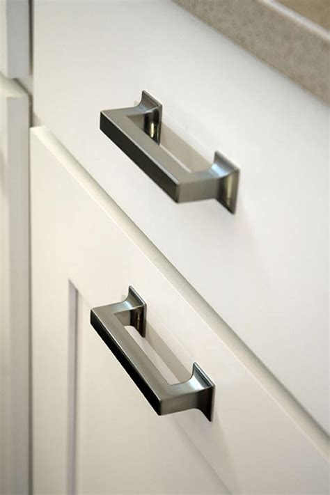 Kitchen Cabinet Handles by Kitchen Renovation Knobs Vs Pulls Kitchen Cabinet Handles