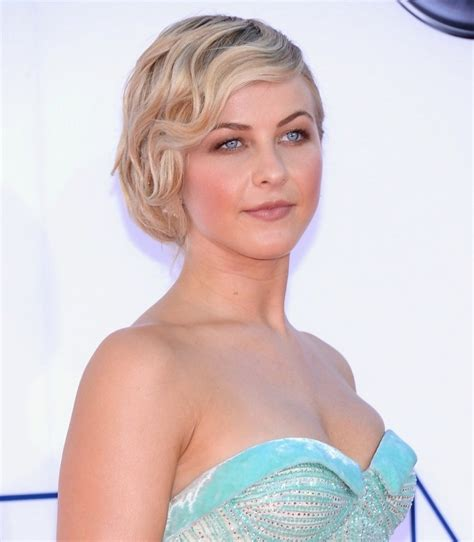fixing julianne hough hair how to fix julianne hough short hairstyle a classic