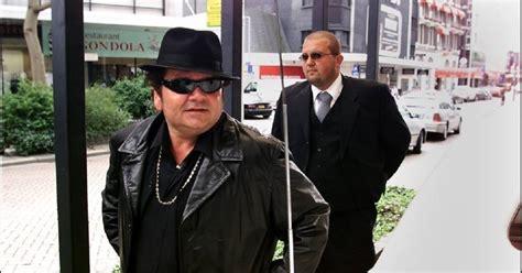 robert de waal  tien jaar de bodyguard van andre hazes ik mis hem nog altijd woerden adnl