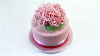 torte pasta di zucchero con fiori decorare una torta con bouquet di fiori by italiancakes