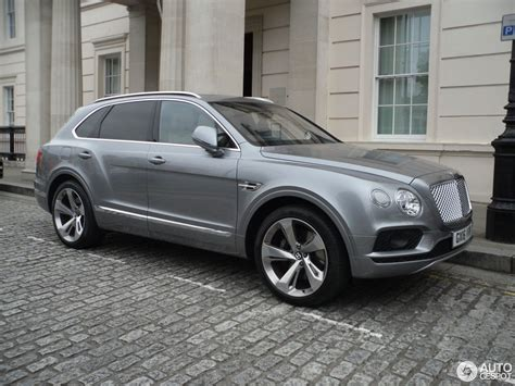 bentley bentayga silver bentley bentayga 26 august 2016 autogespot