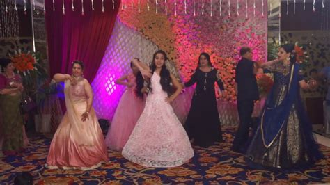 BEST GROUP DANCE ON PUNJABI WEDDING SONG CHOREOGRAPHED BY