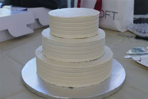 Wedding Cake Assembly by How To Make A Wedding Cake Assembly And Finishing Touches