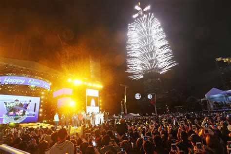 new year parade taipei taiwan welcomes 2018 with stunning fireworks display at