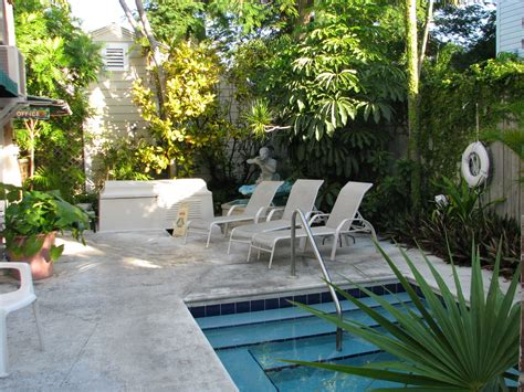 3 ideas for a small backyard pool