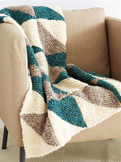easy knitted afghan patterns bulky yarn knits and easy patterns on