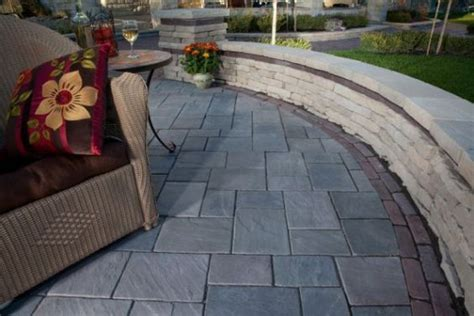unilock richcliff richcliff paver patio with rivercrest seat wall by unilock