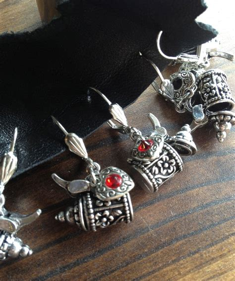 Handmade Steunk Jewelry - stein earrings dirndl