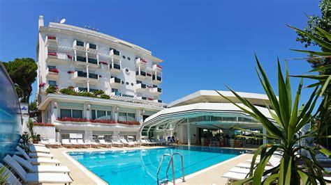 alberghi con in hotel a riccione con piscina con acqua di mare