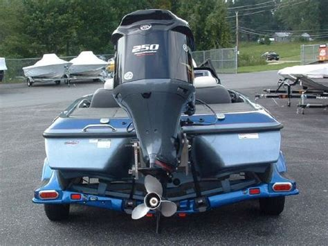 skeeter bass boat compartment locks 2011 skeeter fx 20 boats yachts for sale