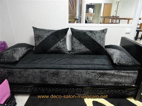 Formidable Salon Marocain Canape Moderne #6: Salon-marocain-Noir-velours-avec-Lhaf.jpg