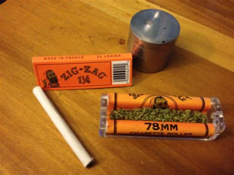 What Makes Rolling Paper - how to roll a joint with a rolling machine