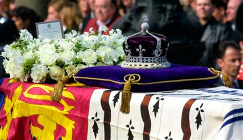 queen elizabeth biography in hindi royal pain india wants queen elizabeth ii to return